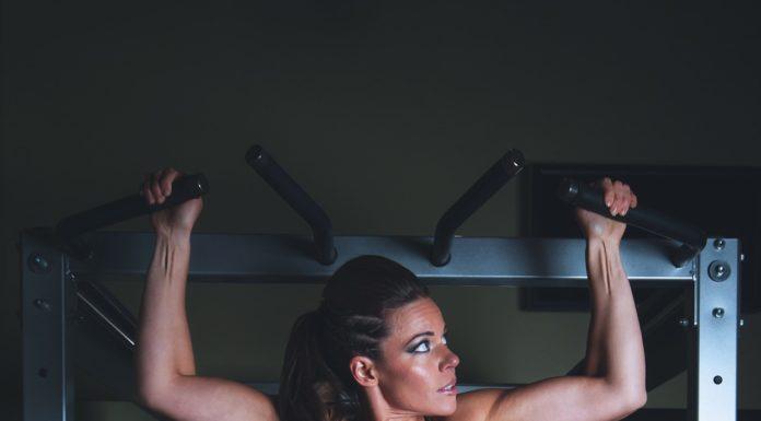 Ćwiczenia mięśni brzucha na drążku
